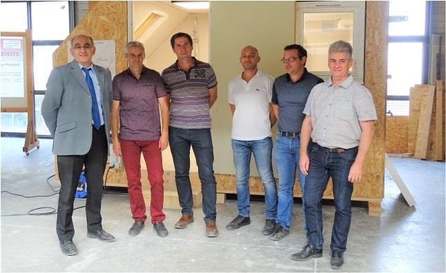 Les « concepteurs » des Praxikit devant le « produit » fini