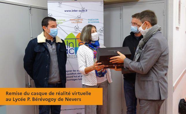 Remise du casque de réalité virtuelle au Lycée P. Bérévogoy de Nevers