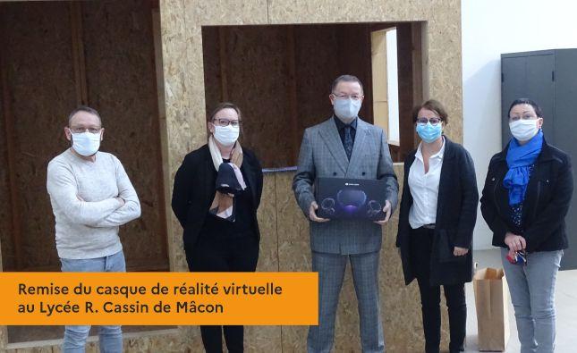 Remise du casque de réalité virtuelle au Lycée R. Cassin de Mâcon