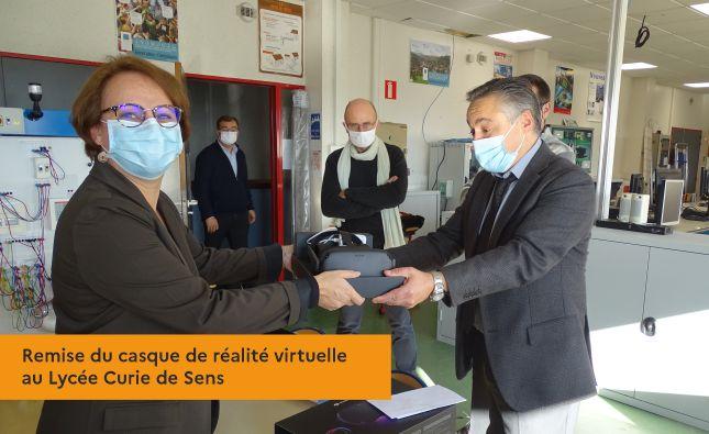 Remise du casque de réalité virtuelle au Lycée Curie de Sens