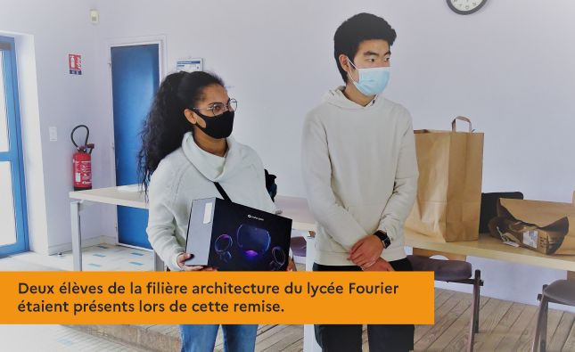 Deux élèves de la filière architecture du lycée Fourier étaient présents lors de cette remise.