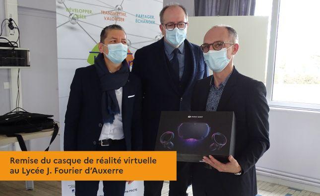 Remise du casque de réalité virtuelle au Lycée J. Fourier d'Auxerre